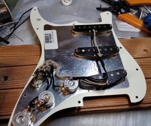 Remplacement des micros sur une Fender Stratocaster